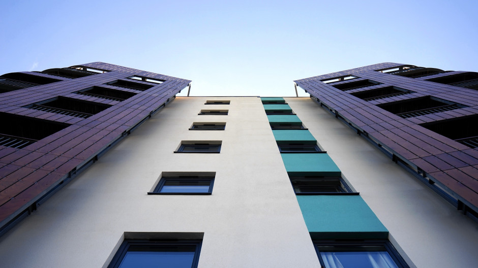Kiedy Kowalski kupi mieszkanie? Pensje i rynek nieruchomości w miastach Polski
