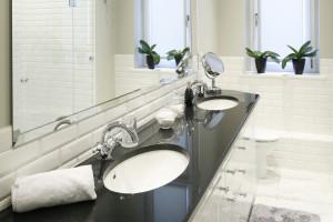 Strefa umywalki dla dwojga: 16 zdjęć z polskich domów