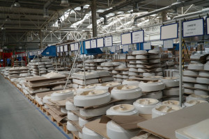 [Galeria] Zobacz, jak przebiega produkcja ceramiki we włocławskiej fabryce Geberit