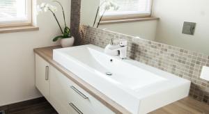 Łazienka w stylu skandynawskim: dobieramy wyposażenie