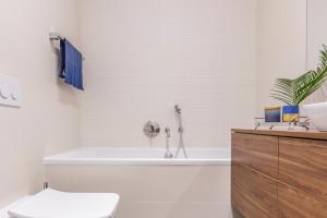 Inspirujemy łazienki Ożywione Granatem Zobacz Inspiracje