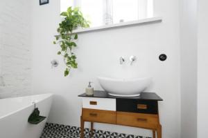 Umywalki stawiane na blat: 10 inspiracji z polskich domów