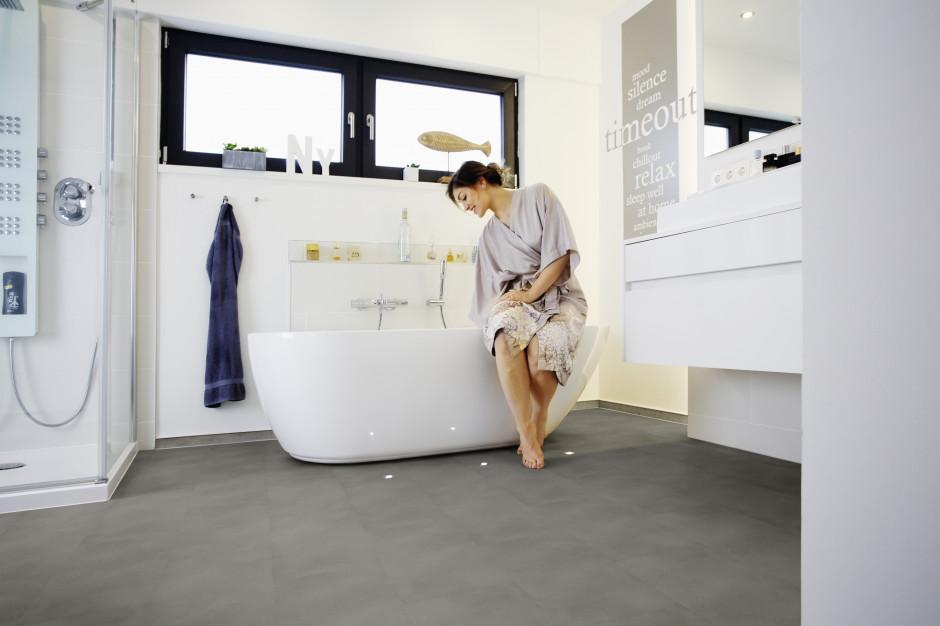 Podłoga w łazience: postaw na panele winylowe