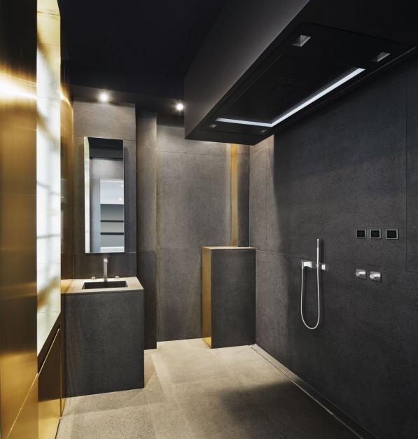 Ponadczasowa armatura w łazience pełnej afrykańskich akcentów