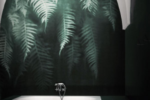 Ściana w łazience: piękne eleganckie tapety