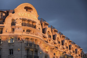 Luksusowe łazienki w stylu Art Déco w paryskim hotelu Lutetia