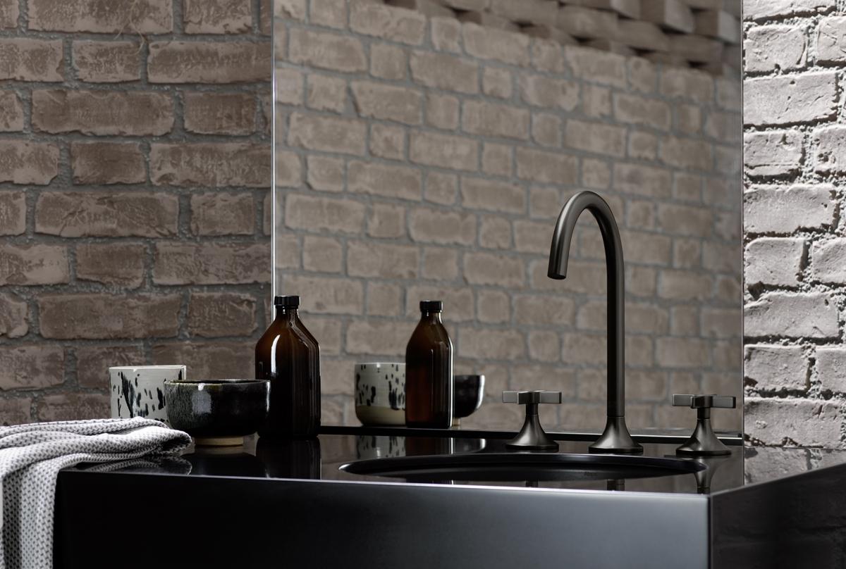 Pełne ekspresji wzory pomagają nadać łazience osobowość, ale aby tak się stało potrzebne są minimalistyczne akcenty. Fot. Dornbracht
