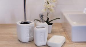 Akcesoria łazienkowe: wybierz uniwersalne kolory