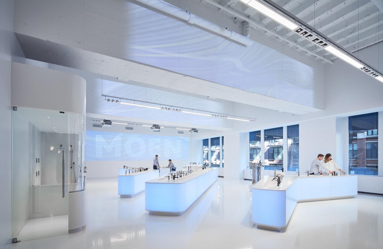 Showroom MOEN zaprojektowany przez studio Valerio Dewalt Train Associates. Fot. Tom Harris