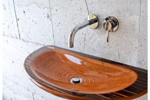 Różne pomysły na drewno w strefie umywalki