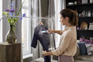 Jak prasować delikatne tkaniny? Przyda się żelazko z generatorem pary