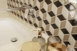 5 pomysłów na ścianę w strefie umywalki