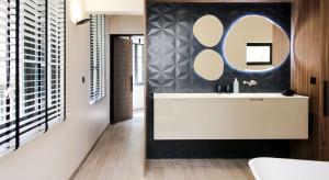 Renowacja paryskiego apartamentu z historyczną łazienką w tle