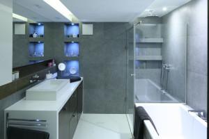 Prysznic w narożniku: inspiracje z polskich łazienek