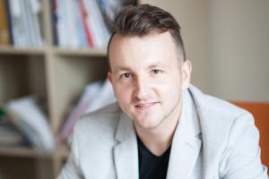 Przemysław Kołodziejczyk z Deante mówi o najnowszych trendach we wzornictwie kabin z brodzikami