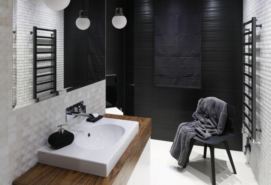 Łazienka w ciemnych kolorach: 12 eleganckich wnętrz z polskich domów
