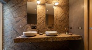 Marmurowe łazienki we włoskiej willi Marilena