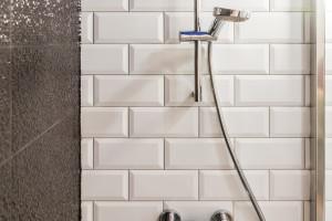 Remont łazienki: 3 projekty, 3 świetne pomysły na modne wnętrze