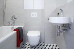 Szara łazienka: pakiet inspirujących projektów