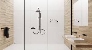 Czerń w łazience: nowe wykończenia deszczowni