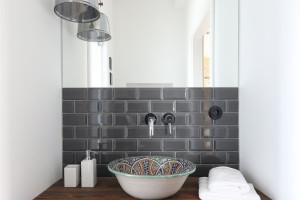 Ściana nad umywalką: inspiracje z polskich domów