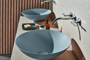 Umywalki inne niż biel: 5 pięknych modeli