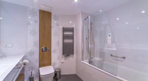 Mała łazienka z grzejnikiem: tak ją urządzisz