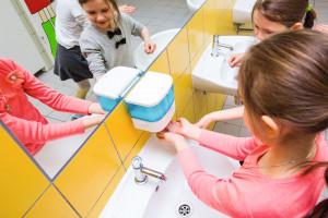 """Wybieramy wyposażenie """"na miarę"""" przedszkolnych i szkolnych łazienek"""