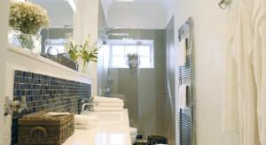 Piękne, szare i naturalne hotelowe łazienki. Tak się wypoczywa w niemieckim kurorcie