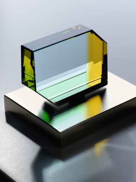 Designerskie baterie: nowa seria ze szklanymi elementami