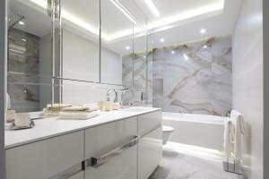 Jasna łazienka: 15 pięknych projektów z polskich domów