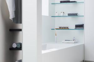 Schowki w łazience: praktyczne pomysły na przechowywanie i porządek
