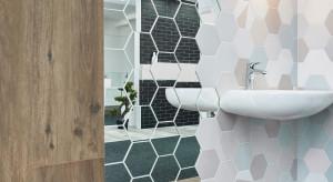 2w1, czyli udekoruj łazienkę lustrzanymi płytkami