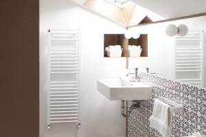 Łazienki w apartamencie z poddaszem użytkowym prosto z Ankony