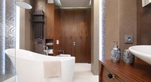 Wanna wolnostojąca: zobacz najciekawsze przykłady z polskich łazienek