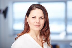 Klaudia Bączek z Roca Polska mówi, czym kierują się klienci przy zakupie brodzików prysznicowych