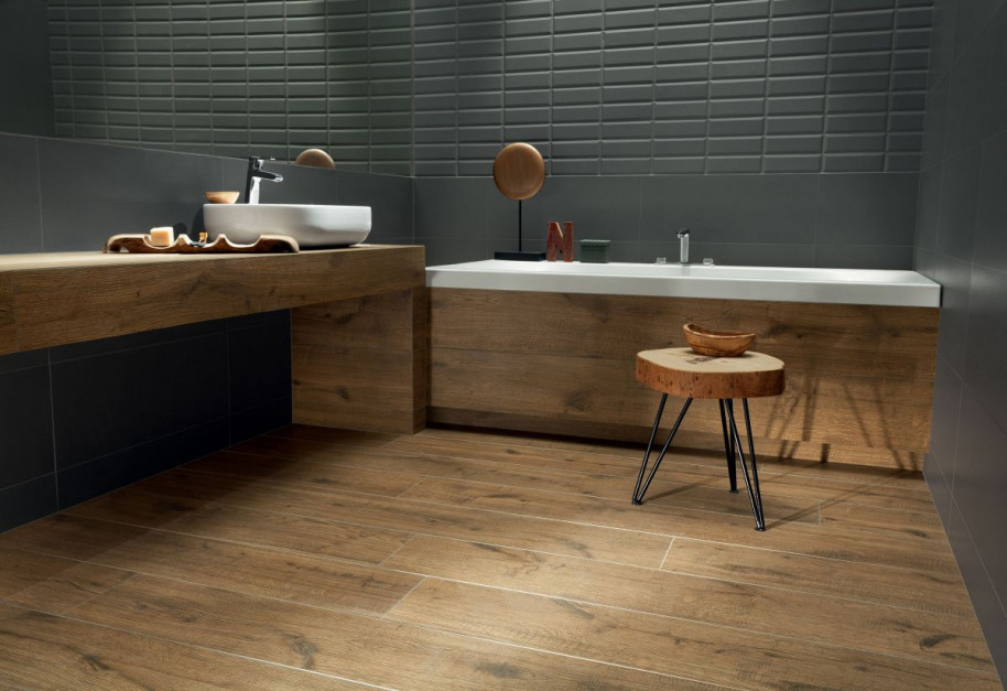 Płytki jak drewno: 10 kolekcji do łazienek