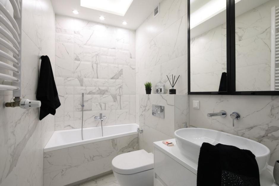 Łazienka z rysunkiem kamienia: zobacz trzy piękne projekty