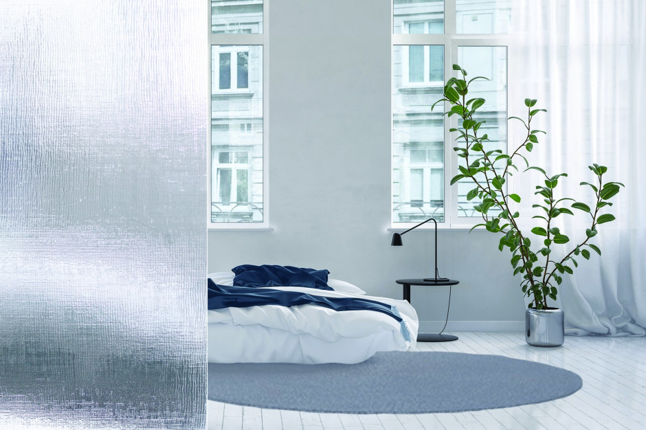 Łazienka z sypialnią: podziel przestrzeń za pomocą szkła ornamentowego