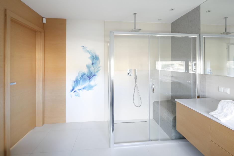 Prysznic bez brodzika: 10 projektów z polskich domów