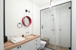 5 pomysłów na okrągłe lustro w łazience