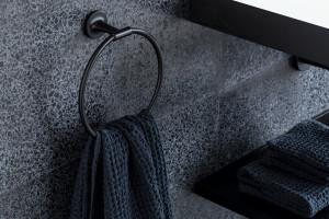 Akcesoria łazienkowe: postaw na elegancką linię zaprojektowaną przez Philippe Starcka