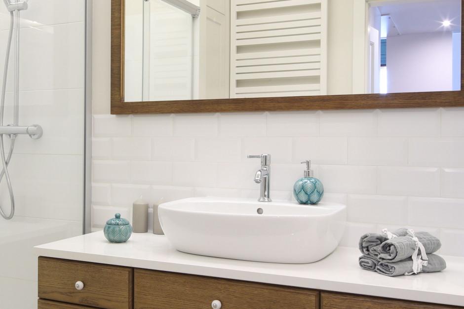 Płytki jak stare kafle: 12 zdjęć łazienek z klasycznym akcentem