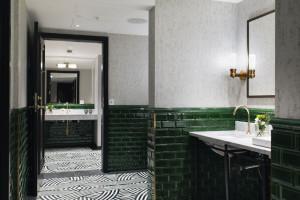 """Ekskluzywne łazienki w """"Białym Łabędziu"""" z Trondheim"""