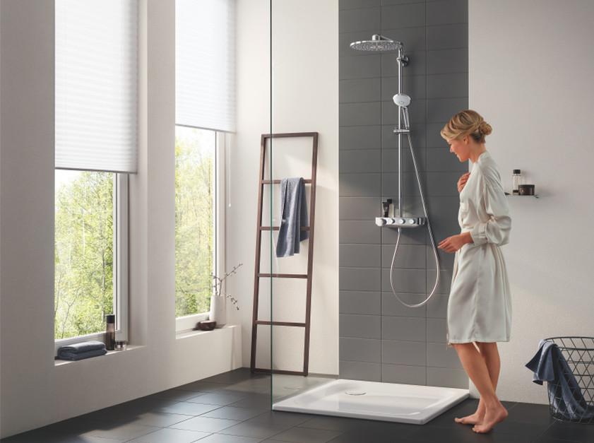 Nowoczesna łazienka: postaw na zestaw prysznicowy z baterią termostatyczną