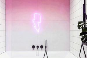 Kolorowe łazienki. Idealne dla rodziny kochającej modę, muzykę i sztukę