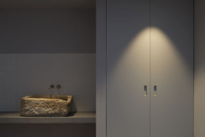 Minimalistyczne łazienki w hiszpańskim domu