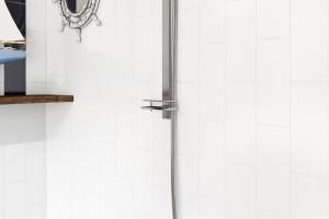 Łazienka w stylu marynistycznym: zobacz gotowy pomysł na aranżację