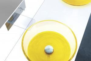 Kolor w strefie umywalki: postaw na barwną umywalkę