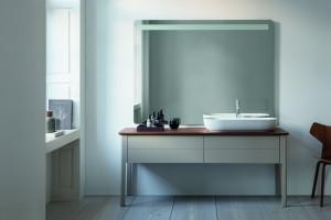 Meble łazienkowe: 5 kolekcji na nóżkach